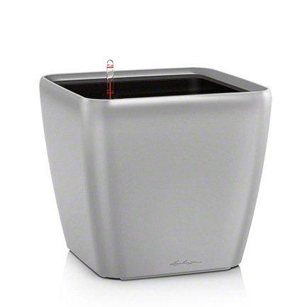 Кашпо Квадро 43 LS, серебряное, с системой полива и съемным горшкомКашпо<br>Кашпо размером 42х42х40 см предназначено для посадки растений с высотой побегов до 100 см. Кашпо укомплектовано съемным горшком с объемом посадочной площади – 32 литра. Вместимость резервуара для воды съемного лотка – около 10 литров. Запатентованная система автополива обеспечивает растения питательными веществами и влагой, которые необходимы для их оптимального роста в течение 12 недель. Контролировать уровень воды удобно благодаря специальному индикатору. Съемный горшок легко вынимать и заменить на месте, его удобно транспортировать и компактно хранить.<br><br>Серия: Premium Quadro LS