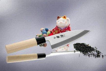 Нож кухонный Деба, 15 смНожи Деба<br>Нож для разделки рыбы и бескостного мяса, используемый в традиционной японской кухне. Невероятно острое лезвие подходит для разделки даже самой мелкой рыбы. Толщина и массивность ножа позволит рубить мелкие и средние рыбные кости.<br><br>Серия: Narihira