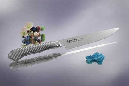 Нож для стейка, 19 см, сталь VG-10, 37 слоевОбвалочные ножи<br>Обвалочный нож способствует быстрому и точному отделению от костей свежего или приготовленного мяса. Этот нож с очень узким и крепким лезвием, обладающим изогнутой режущей кромкой, как нельзя лучше подойдёт для разделывания нежного мяса птицы либо рыбы.<br><br>Серия: Service Knife