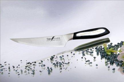Филейный нож Flash, 16.5 смФилейные ножи<br>Отличный филейный нож имеет острое узкое лезвие и эргономичную не скользящую при работе рукоятку. Длинное, прямое и прочное лезвие этого ножа аккуратно и ровно отделяет филе птицы и рыбы, а также мясо от костей.<br><br>Серия: Tojiro Flash