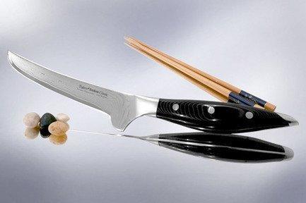 Обвалочный нож Senkou CLASSIC, 15 смКухонные ножи<br>Обвалочный нож способствует быстрому и точному отделению от костей свежего или приготовленного мяса. Этот нож с очень узким и крепким лезвием, обладающим изогнутой режущей кромкой, как нельзя лучше подойдёт для разделывания нежного мяса птицы либо рыбы.<br><br>Серия: Tojiro Senkou Classic