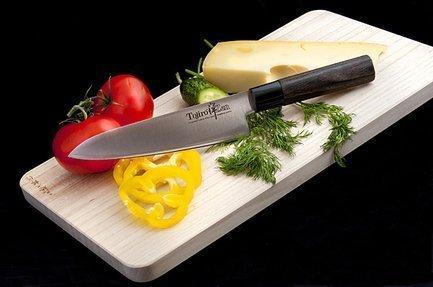 Шеф нож ZEN, 18 смПоварские ножи<br>Любимый нож как начинающих, так и профессиональных поваров. Универсален в использовании и прекрасно сбалансирован. Может применяться для чистки, шинковки, нарезки, перерубания тонких косточек и прочих работ. Настоящая рабочая лошадка среди ножей.<br><br>Серия: Tojiro Zen