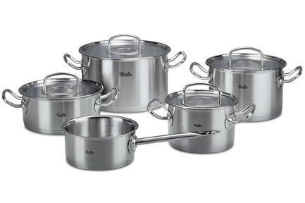 Набор кастрюль Профи, 5 пр.Наборы кастрюль<br>Набор из 4 кастрюль и сковороды превращает приготовление пищи в удовольствие. Жаропрочные металлические крышки помогают экономить энергию. Дно CookStar гарантирует оптимальное распределение тепла. Кастрюли пригодны для использования на всех типах плит, в том числе индукционных.<br><br>Серия: Original Pro Collection<br>Состав: Кастрюля, 20 см, (2,7л), Кастрюля, 16 см, (2,1 л), Кастрюля, 20 см, (4,0 л), Кастрюля, 24см, (6,5 л), Ковш, 16 см, (1,4 л)