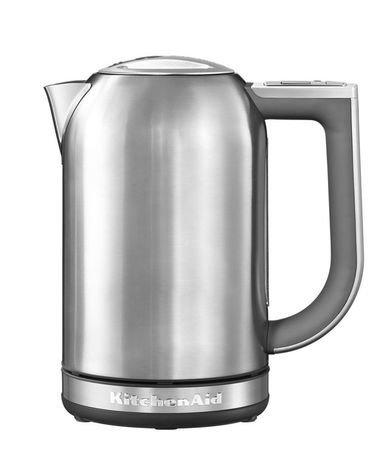 Электрочайник (1.7 л), серебряный медальонЧайники электрические<br>Новая модель 2014 года. Красивый и практичный чайник - отличный выбор для ежедневного использования. Яркий и стильный чайник объемом 1,7 литров удобен для большой семьи. Он довольно мощный, поэтому быстро вскипятит или подогреет воду на чай для всей семьи. Чайник в стальном корпусе практичен, надежен и долговечен.     В этом чайнике вы сможете не только закипятить воду, но и нагреть ее до нужной вам температуры от 50&amp;deg; C до 100&amp;deg; C. Для этого есть 6 температурных режимов, из которых вам нужно будет выбрать подходящий, подбирая его под тип завариваемого напитка. Когда чайник нагреет воду, то он может поддерживать нужную температуру в течение получаса. Текущую температуру воды, налитой в чайник, можно узнать, обратив внимание на дисплей. Кстати, для этого необязательно ставить чайник на основание. Правильно изогнутая ручка с внутренней части имеет мягкое покрытие, благодаря чему пальцы не соскальзывают во время переноса чайника или разливания горячей воды по чашкам.     Характеристики:   Мощность: 2400 Вт  Объем: 1.7 л  Размеры: 25.7х21.8х15 см     Обзор электрочайника KitchenAid представлен в статье.<br>