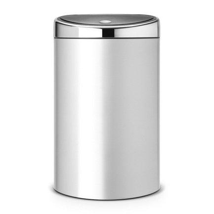 Мусорный бак Touch Bin (40 л), 44х30.5х71.5 см, серый металликМусорные баки<br>Этот вместительный мусорный бак Brabantia Touch Bin занимает минимум пространства и выглядит стильно. Пространство экономится за счет того, что задняя стенка бака плоская, что позволяет подвинуть бак вплотную к стене. Дизайн бака позволяет ему не прятаться укромно в уголке, а занять любое удобное для вас место на кухне дома или в другом помещении. Эта модель не только красива, но и практична. Корпус изготовлен из нержавеющей стали. Благодаря системе Soft-Touch пользоваться баком удобно: легким движение руки вы мягко и бесшумно откроете и закроете крышку. У этой модели есть защитное основание из пластмассы, благодаря которому стальной корпус не царапает пол. Внутри бака устанавливается съемное пластиковое ведро, на которое надевается мусорный мешок. Для этой модели подходят мешки размера L. В корпусе съемного ведра есть специальные отверстия для вентиляции, и полный пакет с мусором благодаря этим отверстиям вынимается из ведра без образования вакуума.<br><br>Серия: Touch Bin