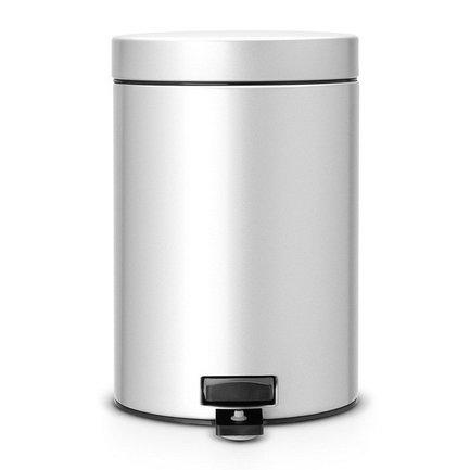 Ведро для мусора с педалью (3 л), 25х17х23.5 см, серый металликМусорные ведра<br>Стильный мусорный бак с педалью компактен и практичен. Его объема – 3 литров – вполне хватает для ежедневного сбора мусора в туалете и ванной комнате. Корпус бака изготовлен из качественных материалов, устойчивых к появлению ржавчины. Это именно то, что нужно для сбора мусора в условиях повышенной влажности в помещении. Внутрь бака вставляется пластиковое ведро, на которое надевается мусорный пакет размером А. Съемное ведро легко содержать в чистоте: оно удобно вынимается и моется. На дне бака есть специальное пластиковое кольцо, благодаря чему металлический корпус не царапает пол и стоит очень устойчиво даже на мокром покрытии. Эта модель оснащена надежной педалью, изготовленной из антикоррозийных материалов. На баке установлена металлическая крышка, она не пропускает запах, легко и тихо открывается и закрывается нажатием педали.<br><br>Серия: Pedal Bin