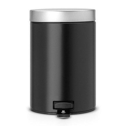 Ведро для мусора с педалью (3 л), 25х17х23.5 см, матовое черноеМусорные ведра<br>Стильный мусорный бак с педалью компактен и практичен. Его объема – 3 литров – вполне хватает для ежедневного сбора мусора в туалете и ванной комнате. Корпус бака изготовлен из качественных материалов, устойчивых к появлению ржавчины. Это именно то, что нужно для сбора мусора в условиях повышенной влажности в помещении. Внутрь бака вставляется пластиковое ведро, на которое надевается мусорный пакет размером А. Съемное ведро легко содержать в чистоте: оно удобно вынимается и моется. На дне бака есть специальное пластиковое кольцо, благодаря чему металлический корпус не царапает пол и стоит очень устойчиво даже на мокром покрытии. Эта модель оснащена надежной педалью, изготовленной из антикоррозийных материалов. На баке установлена металлическая крышка, она не пропускает запах, легко и тихо открывается и закрывается нажатием педали.<br><br>Серия: Pedal Bin