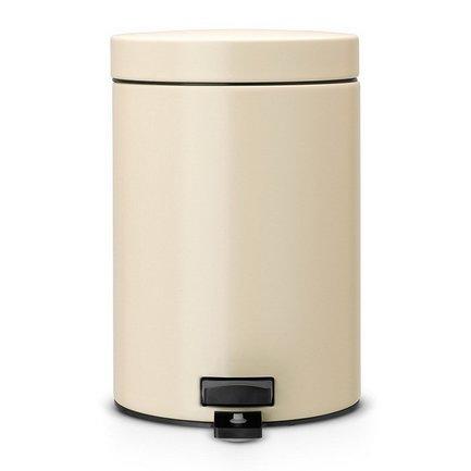 Ведро для мусора с педалью (3 л), 25х17х23.5 см, миндальноеМусорные ведра<br>Стильный мусорный бак с педалью компактен и практичен. Его объема – 3 литров – вполне хватает для ежедневного сбора мусора в туалете и ванной комнате. Корпус бака изготовлен из качественных материалов, устойчивых к появлению ржавчины. Это именно то, что нужно для сбора мусора в условиях повышенной влажности в помещении. Внутрь бака вставляется пластиковое ведро, на которое надевается мусорный пакет размером А. Съемное ведро легко содержать в чистоте: оно удобно вынимается и моется. На дне бака есть специальное пластиковое кольцо, благодаря чему металлический корпус не царапает пол и стоит очень устойчиво даже на мокром покрытии. Эта модель оснащена надежной педалью, изготовленной из антикоррозийных материалов. На баке установлена металлическая крышка, она не пропускает запах, легко и тихо открывается и закрывается нажатием педали.<br><br>Серия: Pedal Bin