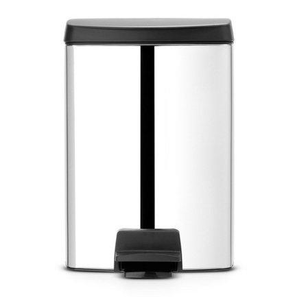 Ведро для мусора прямоугольное (10 л), с педалью, 39х27.5х28.5 см, стальное полированноеМусорные ведра<br>Для небольшой кухни или ванной комнаты хорошо подойдет эта модель мусорного бака в металлическом корпусе со съемным пластиковым ведром. Ее объема – 10 литров – хватит для ежедневного сбора мусора в небольшой семье, при этом сам бак выглядит компактно и красиво. Он изготовлен из стали и пластика, стойких к появлению ржавчины и практичных материалов. Чтобы откинуть крышку, нужно слегка нажать ногой на педаль, и она и легко откинется. Чтобы закрыть, нужно также слегка нажать на педаль. В этой модели встроен механизм MotionControl, благодаря которому крышка открывается бесшумно, закрывается тихо и в закрытом положении не пропускает запах. Также крышку можно откинуть вручную и она зафиксируется в нужном положении. Внутри бака есть съемное пластиковое ведро, которое удобно вынимается и легко моется. Для него подходят мусорные пакеты размера C. Благодаря прямоугольной форме бак можно вплотную придвинуть к стене или поставить в угол.<br><br>Серия: Pedal Bin