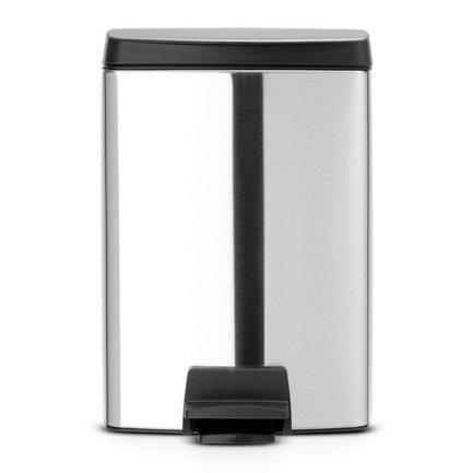 Ведро для мусора прямоугольное (10 л), с педалью, 39х27.5х28.5 см, матовое стальное, с защитой от отпечатков пальцевМусорные ведра<br>Для небольшой кухни или ванной комнаты хорошо подойдет эта модель мусорного бака в металлическом корпусе со съемным пластиковым ведром. Ее объема – 10 литров – хватит для ежедневного сбора мусора в небольшой семье, при этом сам бак выглядит компактно и красиво. Он изготовлен из стали и пластика, стойких к появлению ржавчины и практичных материалов. Чтобы откинуть крышку, нужно слегка нажать ногой на педаль, и она и легко откинется. Чтобы закрыть, нужно также слегка нажать на педаль. В этой модели встроен механизм MotionControl, благодаря которому крышка открывается бесшумно, закрывается тихо и в закрытом положении не пропускает запах. Также крышку можно откинуть вручную и она зафиксируется в нужном положении. Внутри бака есть съемное пластиковое ведро, которое удобно вынимается и легко моется. Для него подходят мусорные пакеты размера C. Благодаря прямоугольной форме бак можно вплотную придвинуть к стене или поставить в угол.<br><br>Серия: Pedal Bin
