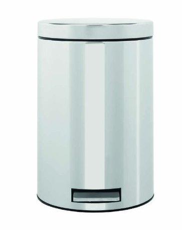 Ведро для мусора с педалью (12 л), 25х40х25х35 см, стальное полированноеМусорные ведра<br>Для этого 12-литрового мусорного бака найдется место на любой кухне, подойдет он также для сбора мусора в любом другом помещении дома или офиса. Эта модель отличается практичностью. Бак вместителен, но вместе с этим, компактен и отлично помещается даже под столом. Крышка бака откидывается нажатием педали, и так же закрывается. Открывая бак вручную, вы сможете зафиксировать крышку в нужном положении. Сам корпус бака изготовлен из нержавеющей стали, что значительно увеличивает срок его эксплуатации. Крышка бака не пропускает запахи и закрывается тихо. Внутри контейнера есть съемное ведро, на которое надевается мусорный пакет. Для этой модели подходят пакеты размера С. Ведро легко вынимается, оно изготовлено из прочного пластика и легко моется. В основании бака есть пластиковая защита, благодаря которой металлический контейнер аккуратно ставится и защищает пол от появления царапин. При необходимости контейнер можно передвинуть или перенести за прочную боковую ручку.<br><br>Серия: Pedal Bin