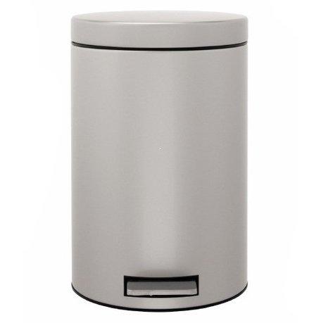 Ведро для мусора с педалью (12 л), 25х40х25х35 см, серый металликМусорные ведра<br>Для этого 12-литрового мусорного бака найдется место на любой кухне, подойдет он также для сбора мусора в любом другом помещении дома или офиса. Эта модель отличается практичностью. Бак вместителен, но вместе с этим, компактен и отлично помещается даже под столом. Крышка бака откидывается нажатием педали, и так же закрывается. Открывая бак вручную, вы сможете зафиксировать крышку в нужном положении. Сам корпус бака изготовлен из нержавеющей стали, что значительно увеличивает срок его эксплуатации. Крышка бака не пропускает запахи и закрывается тихо. Внутри контейнера есть съемное ведро, на которое надевается мусорный пакет. Для этой модели подходят пакеты размера С. Ведро легко вынимается, оно изготовлено из прочного пластика и легко моется. В основании бака есть пластиковая защита, благодаря которой металлический контейнер аккуратно ставится и защищает пол от появления царапин. При необходимости контейнер можно передвинуть или перенести за прочную боковую ручку.<br><br>Серия: Pedal Bin