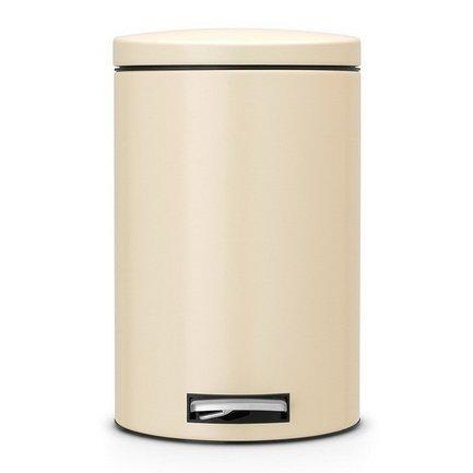 Ведро для мусора с педалью (12 л) МС, 40х35х25 см, миндальноеМусорные ведра<br>Для этого 12-литрового мусорного бака найдется место на любой кухне, подойдет он также для сбора мусора в любом другом помещении дома или офиса. Эта модель отличается практичностью. Бак вместителен, но вместе с этим, компактен и отлично помещается даже под столом. Металлическая крышка бака откидывается нажатием педали, и так же закрывается. Открытая вручную крышка остается в открытом положении. Сам корпус бака изготовлен из нержавеющей стали, что значительно увеличивает срок его эксплуатации. Крышка бака оснащена бесшумным механизмом MotionControl, благодаря этому она не пропускает запахи и закрывается очень тихо. Внутри контейнера есть съемное ведро, на которое надевается мусорный пакет. Для этой модели подходят пакеты размера С. Ведро легко вынимается, оно изготовлено из прочного пластика и легко моется. В основании бака есть пластиковая защита, благодаря которой металлический контейнер аккуратно ставится и защищает пол от появления царапин. При необходимости контейнер можно передвинуть или перенести за прочную боковую ручку.<br><br>Серия: Pedal Bin