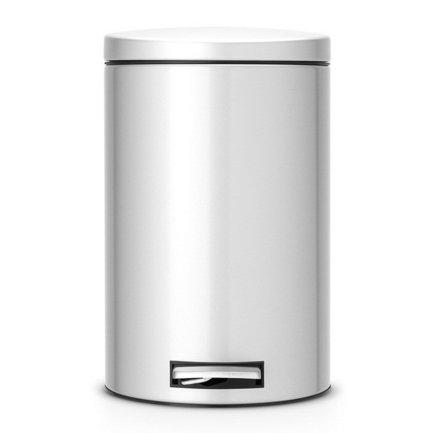 Ведро для мусора с педалью (12 л) МС, 40х35х25 см, серый металликМусорные ведра<br>Для этого 12-литрового мусорного бака найдется место на любой кухне, подойдет он также для сбора мусора в любом другом помещении дома или офиса. Эта модель отличается практичностью. Бак вместителен, но вместе с этим, компактен и отлично помещается даже под столом. Металлическая крышка бака откидывается нажатием педали, и так же закрывается. Открытая вручную крышка остается в открытом положении. Сам корпус бака изготовлен из нержавеющей стали, что значительно увеличивает срок его эксплуатации. Крышка бака оснащена бесшумным механизмом MotionControl, благодаря этому она не пропускает запахи и закрывается очень тихо. Внутри контейнера есть съемное ведро, на которое надевается мусорный пакет. Для этой модели подходят пакеты размера С. Ведро легко вынимается, оно изготовлено из прочного пластика и легко моется. В основании бака есть пластиковая защита, благодаря которой металлический контейнер аккуратно ставится и защищает пол от появления царапин. При необходимости контейнер можно передвинуть или перенести за прочную боковую ручку.<br><br>Серия: Pedal Bin