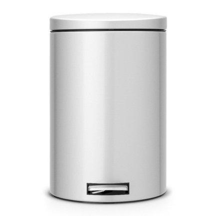 Мусорный бак с педалью (20 л) MC, с разделителем для мусора, 44.5х29.5х39.5 см, серый металликМусорные баки<br>Отличная модель для тех, кто преследует принцип раздельного сбора мусора. В компактном корпусе из нержавеющей стали помещается 20-литровый мусорный бак, чья вместительность позволяет использовать его для кухни. Для того чтобы не открывать крышку руками, есть специальная педаль, которая удобно нажимается ногой. Под крышкой вы найдете съемное пластиковое ведро, в которое помещается специальный «биоковш» - небольшая емкость, для сбора перерабатываемого мусора. Этот «биоковш», объемом всего 1,5 литра, предназначен для компостирования отходов. С этим мусорным баком вы можете не беспокоиться о неприятном запахе, его прочная металлическая крышка закрывается плотно и не пропускает запах. Крышка оснащена механизмом MotionControl, благодаря которому крышка опускается плотно, плавно и бесшумно. Если открывать крышку вручную, то она останется в открытом положении. В основании бака есть пластиковая защита, благодаря которой металлический контейнер аккуратно ставится и защищает пол от появления царапин.<br><br>Серия: Pedal Bin