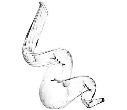 Декантер Titano Boa (1.5 л)Декантеры<br>Объем 1500 мл, высота 44 см. Декантер используется для насыщения вина кислородом. Чтобы придать вину более благородный и насыщенный вкус, его нужно подавать именно в такой посуде. В декантере приглушаются резкие тона вина, уменьшается его танинность. Молодые вина отлично раскрываются в широких и приземистых декантерах с воронкообразным горлышком. Для выдержанных вин подойдут узкие декантеры с шарообразным основанием. В них можно вино осторожно «пробудить» вино и избавиться от его осадка.<br><br>Серия: Декантер