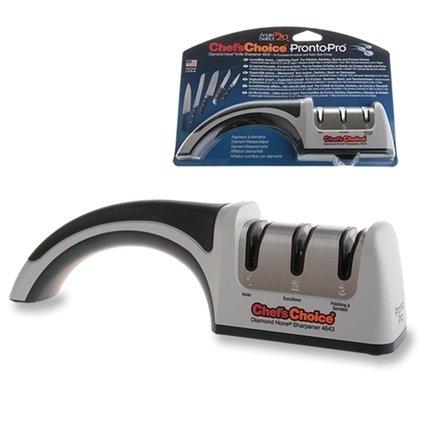 Точилка механическая для европейских и азиатских ножей Chef'sChoiceМусаты, Устройства для заточки<br>Механический станок для заточки ножей CC4643 универсален. Он подходит для заточки ножей европейского типа (ножей с 20-градусным углом заточки) и для азиатских ножей (15-градусный угол). Она несомненно является технологическим прорывом в области механических точилок и несомненно придаст долговременную остроту вашим ножам за считанные секунды. Крупнозернистые 100% алмазные абразивы на первом этапе заточки способны справиться даже с лезвиями из прочного закаленного металла. Точилка оснащена удобной и безопасной ручкой и резиновыми ножками для устойчивости.<br><br>Серия: Chefs Choice
