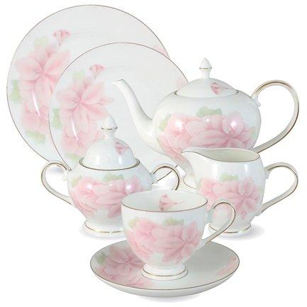 Чайный сервиз Розовые цветы на 12 персон, 40 пр.Чайные сервизы<br>Традиционное чаепитие – неотъемлемая часть общения в кругу семьи и друзей. Чайный сервиз Розовые цветы от тайского производителя Emerald имеет все необходимые предметы, чтобы сделать чайную церемонию эстетичной, удобной и беззаботной. Изумительно белый фарфор в руках тайских мастеров принял формы изысканного чайничка, очаровательных чашек и блюдец. Стараниями художников атмосфера, создаваемая оформлением сервиза, окутывает всех присутствующих на чаепитии красотой и уютом.<br><br>Серия: Розовые цветы<br>Состав: Чашка (0.2 л) - 12 шт., Блюдце - 12 шт., Тарелка десертная, 18 см - 12 шт., Чайник (1.5 л), Сахарница (0.35 л), Сливочник (0.3 л), Блюдо для торта, 31 см