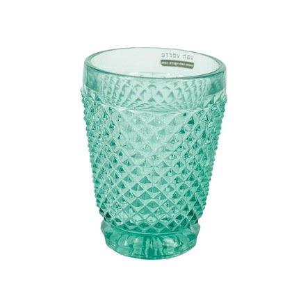 Стакан (200 мл), синийСтаканы<br>Стакан, в котором отражаются тысячи лучиков света, - ручная работа мастеров - стеклодувов португальской компании Vista Allegre. Стенки стакана украшены множеством стеклянных кристалликов, достаточно заостренных, чтобы напоминать природные материалы, и, в то же время, очень приятными на ощупь. Гладкость основания и ободка ярко контрастирует с россыпью выпуклого рисунка. Цветное стекло великолепно смотрится на столе: природное и искусственное освещение, проходя сквозь стаканы и отражаясь от них, расцвечивает окружающие предметы, создавая волшебную атмосферу. Стаканы подходят для прохладительных напитков, воды.<br>