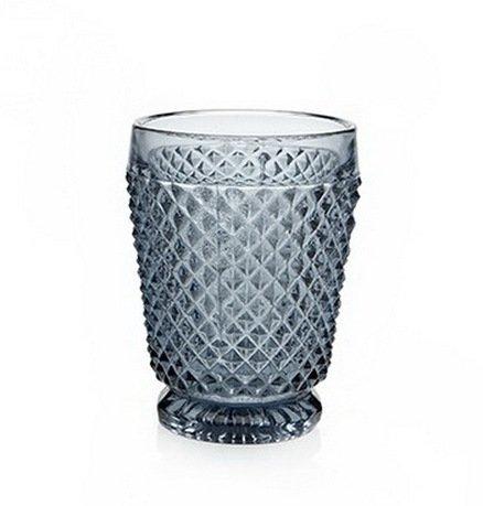 Стакан (200 мл), серыйСтаканы<br>Стакан, в котором отражаются тысячи лучиков света, - ручная работа мастеров - стеклодувов португальской компании Vista Allegre. Стенки стакана украшены множеством стеклянных кристалликов, достаточно заостренных, чтобы напоминать природные материалы, и, в то же время, очень приятными на ощупь. Гладкость основания и ободка ярко контрастирует с россыпью выпуклого рисунка. Цветное стекло великолепно смотрится на столе: природное и искусственное освещение, проходя сквозь стаканы и отражаясь от них, расцвечивает окружающие предметы, создавая волшебную атмосферу. Стаканы подходят для прохладительных напитков, воды.<br>