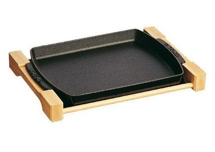 Форма для запекания, 33х23 см, на деревянной подставке, чернаяЖаровни<br><br><br>Серия: New classic by Staub