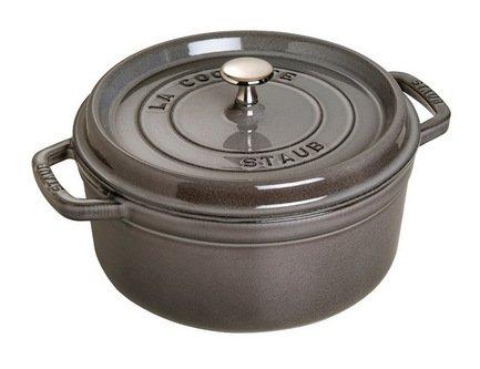 Кокот круглый, 24 см (3.8 л), серый графитПосуда<br>Кокотница, или французская печка, - одно из фирменных изделий компании Staub. Плотная крышка удерживают всю влагу внутри кокотницы, а разработанные Staub выступы под крышкой  помогают постоянно сбрызгивать пищу влагой.  Кокотница настолько универсальна, что может использоваться для любых типов готовки, включая тушение, приготовление жаркого с соусом, жарку и фритюр.   Кокотница с черной матовой поверхностью имеет медную ручку, в то время как ручки кокотниц других цветов выполнены из нержавеющей стали.  Ручки обоих типов обладают высокой жаростойкостью.<br><br>Серия: New classic by Staub