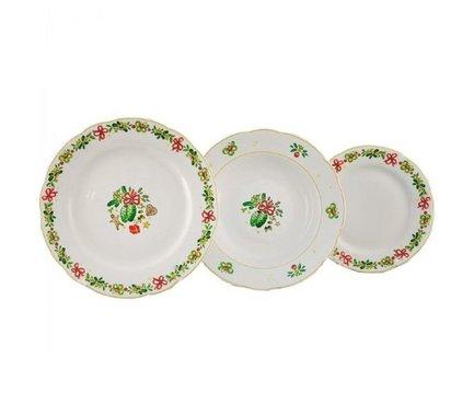 Набор тарелок Мэри-Энн Рождество, 18 пр.Тарелки и Блюдца<br>Эти изящные тарелки помогут сервировать стол к обеду с отменным вкусом и неповторимым стилем. Набор рассчитан на 6 персон и состоит из суповых, обеденных и десертных тарелок.<br><br>Серия: Мэри-Энн Рождество<br>Состав: Тарелка суповая - 6 шт., Тарелка обеденная - 6 шт., Тарелка десертная, 19 см - 6 шт.