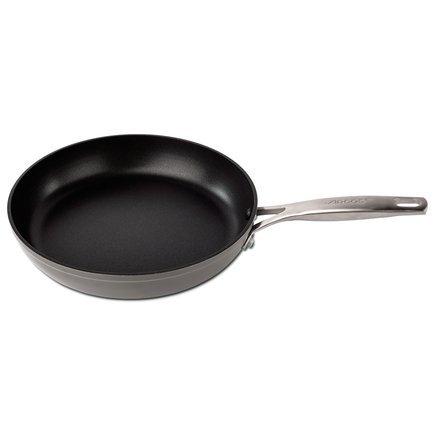Сковорода Endura, 26 см, с антипригарным покрытиемСковороды<br>Сковорода из литого алюминия с антипригарным покрытием универсально подходит для жарки, обжаривания и тушения различных продуктов - от мяса до овощей.<br><br>Серия: Endura
