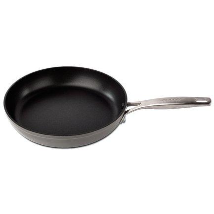 Сковорода Endura, 20 см, с антипригарным покрытиемСковороды<br>Сковорода из литого алюминия с антипригарным покрытием универсально подходит для жарки, обжаривания и тушения различных продуктов – от мяса до овощей.<br><br>Серия: Endura