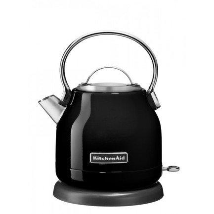 Электрочайник (1.25 л), черныйЧайники электрические<br>Дизайнеры модной кухонной техники Kitchenaid предлагают вашему вниманию яркую разработку 2015 г. - электрочайник 5KEK1222, выполненный в элегантном ретро. Чайник исключительно точно и чутко отвечает требованиям, предъявляемым к современной технике - экономичность, практичность, безопасность, способность становиться гармоничной частью любого интерьера.     Небольшой объем (1.25 л) позволяет осуществлять исключительно быстрое нагревание, при существенной экономии электроэнергии. Удобное основание дает возможность устанавливать чайник любой стороной на 360&amp;deg;.     Выразительная и стильная кнопка On/Off имеет светодиодный индикатор состояния. Легкая съемная алюминиевая крышка открывает широкое основание, удобное для наполнения чайника водой. Контроль за объемом - четкая разметка, нанесенная на внутреннюю поверхность.     Одновременно с кипячением, чайник производит очистку воды, фильтр-сетка не допускает попадания в чашку известковых отложений. Предусмотрено легкое снятие и очищение фильтра.     Корпус чайника изготовлен из нержавеющей стали - гарантия долговечности и надежности. Удобная ручка выполнена из гладкого алюминия. Конструкция непротекаемого носика позволяет аккуратно и точно наполнять чашки.<br>