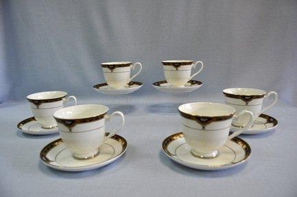 Набор чашек Империал (0.25 л) на 6 персон, 12 пр.Распродажа<br>Набор изящных фарфоровых чашек и блюдец идеален для сервировки чаепития на шесть персон. Крепкий ароматный напиток в белоснежной фарфоровой чашке выглядит очень красиво и остается горячим довольно долго. На маленькое блюдце удобно класть чайную ложечку или небольшой десерт к чаю – конфеты или печенье.<br><br>Серия: Империал<br>Состав: Чашка (0.25 л) - 6 шт., Блюдце - 6 шт.