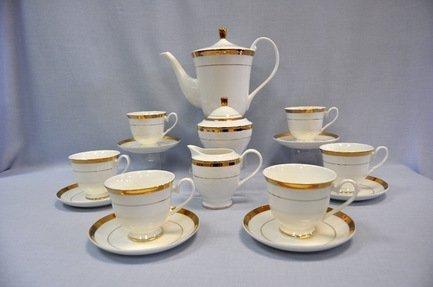 Сервиз чайный Триумф на 6 персон, 17 пр.Распродажа<br>Этот изящный чайный сервиз из высококачественного японского фарфора поможет создать теплую и дружескую обстановку за столом. В нём есть всё, что нужно для приятного чаепития. Шесть удобных и красивых чашек с блюдцами - красивая посуда для каждого гостя. Также в набор входит вместительный чайник на всю компанию, сахарница и молочник.<br><br>Серия: Триумф<br>Состав: Блюдца - 6 шт., Чайник с крышкой, Чашка (0.25 л) - 6 шт., Молочник, Сахарница с крышкой