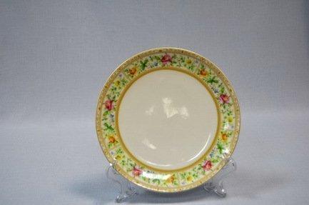 Набор подстановочных тарелок Флоренция, 26.5 см, 6 пр.Распродажа<br>Плоские тарелки круглой формы и среднего диаметра в комплексной сервировке стола выполняют декоративную функцию. На эти тарелки не кладут еду, это так называемые подстановочные или сервисные тарелки. На них ставятся тарелки для основного блюда малого диаметра и суповые тарелки. Наличие подставочных тарелок на столе означает совершенное знание этикета хозяйки.<br><br>Серия: Флоренция