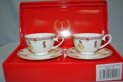 Набор чашек Белоснежка розовая кайма (0.25 л) на 2 персоны, 4 пр.Распродажа<br>Две чайные пары в одном наборе – это очень удобно, красиво и практично. С этим набором можно быстро сервировать чаепитие на двоих и выпить чашку горячего чая с лучшим другом. Крепкий ароматный напиток в белоснежной фарфоровой чашке выглядит очень красиво и остается горячим довольно долго. На маленькое блюдце удобно класть чайную ложечку или небольшой десерт к чаю - конфеты или печенье.<br><br>Серия: Белоснежка<br>Состав: Чашка (0.25 л) - 2 шт., Блюдце - 2 шт.