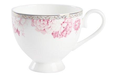 Чайная пара ПионЧашки и Кружки<br>С этим красивым и изящным фарфоровым набором из небольшой кружки и блюдца вы с удовольствием насладитесь любимым сортом чая. Классические формы посуды позволяют сочетать ее с другими предметами сервировки чаепития. Костяной фарфор, из которого изготовлены эти изделия, позволит в полной мере ощутить вкус и аромат напитка.<br><br>Серия: Пион Royal Aurel