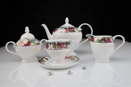 Чайный сервиз Цветущий сад, 15 пр.Чайные сервизы<br>Чайный сервиз из белоснежного фарфора с изящным декором идеально подходит для сервировки стола на 6 персон. В этом наборе есть все, что необходимо для уютного чаепития: шесть элегантных чашек с удобной ручкой, шесть круглых блюдец, вместительный заварочный чайник сферической формы. Также в комплекте с этой посудой есть молочник с аккуратным носиком для добавления небольшой порции молока или сливок в чашку с напитком и сахарница с крышкой.<br><br>Серия: Цветущий сад<br>Состав: Чашка (250 мл) - 6 шт., Блюдце, 15 см - 6 шт., Чайник (0.9 л), Сахарница (0.4 л), Молочник (0.27 л)