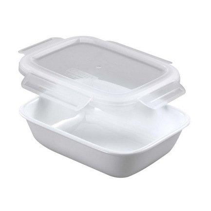 Контейнер (0.47 л), с крышкой, 14.7x10.2x3.8 см, белыйКонтейнеры<br>Контейнер небольшого объема отлично подойдет для хранения самых различных продуктов, например, сыра или ветчины. Он изготовлен из инновационного материала Vitrelle (трехслойного стекла), отличающегося высокой прочностью и гигиеничностью, и не впитывающий запах пищи. Контейнер можно использовать как в микроволновой печи, так и в посудомоечной машине.<br><br>Серия: Corelle контейнеры