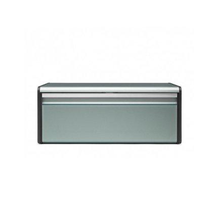 ХлебницаХлебницы<br>Красивая компактная хлебница не займет много места даже на маленькой кухне. Плоская верхняя поверхность позволяет ставить на нее любые другие кухонные аксессуары, в том числе и контейнеры для хранения. Дно хлебницы оснащено специальными отверстиям для вентиляции, благодаря которым хлебобулочные изделия остаются свежими дольше.<br>