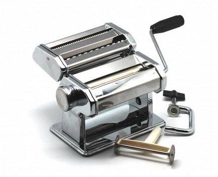 Машинка для резки лапшиКухонные аксессуары<br>Лапшерезка – удобный прибор, с помощью которого вы сможете раскатать тесто на пиццу, пирог, пельмени и, конечно же, нарезать лапшу или спагетти любой толщины. Изготовлена из качественной нержавеющей стали.<br><br>Серия: Art Deco