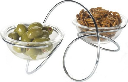 Чаша на подставке двойная Loop, хром, 30х20.5х12х5 смПодносы и Блюда<br>Две глубокие чаши из прозрачного стекла - стильный аксессуар для сервировки стола. В нем можно подавать закуски, сладости, ягоды или фрукты. Чаши стоят на хромированной подставке в форме петли, которая одновременно выполняет функцию ручки для переноса. Блюда на подставке можно использовать для ежедневного хранения различных снеков и сладостей на кухне или в гостиной.<br><br>Серия: Loop