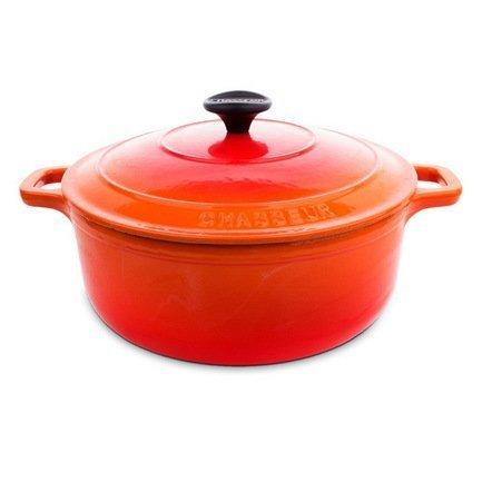 Кастрюля с крышкой, 24x16 см (3.8 л), оранжеваяКокотницы<br>Круглая кастрюля из чугуна с эмалированным покрытием идеально подходит для тушения и томления блюд из овощей и мяса. В ней вы можете приготовить густой и насыщенный суп или основное блюдо, как на кухонной плите, так и в духовке. Ручки кастрюли нагреваются, но их удобная форма позволяет легко пользоваться прихватками для перемещения кастрюли. Также эта кастрюля может пригодиться для маринования продуктов и хранения в холодильнике или даже морозильной камере.<br><br>Серия: Chasseur