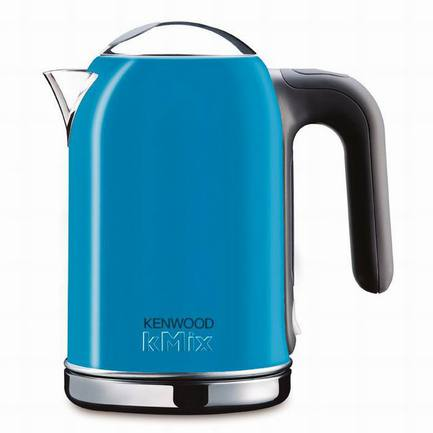 Чайник электрический kMix (1 л), голубойЧайники электрические<br>Этот красивый и удобный электрический чайник станет вашим любимым предметом на кухне. Всего за считанные минуты он вскипятит воду, работая при этом абсолютно бесшумно. На специальном диске из нержавеющей стали практически не появляется накипь, что делает процесс ухода за чайником проще и легче.<br><br>Серия: kMix