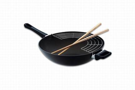 Сковорода-вок с палочками и решеткой, 32 см, черная