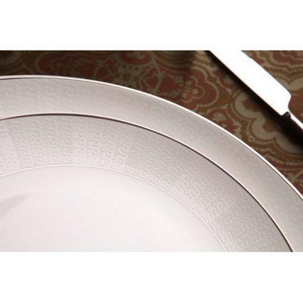 Столовый сервиз Кружево на 6 персон, 27 пр.Столовые сервизы<br><br><br>Серия: Кружево<br>Состав: Тарелка плоская, 20 см - 6 шт., Тарелка плоская, 25.5 см - 6 шт., Тарелка суповая, 19.5 см - 6 шт., Салатник, 15 см - 6 шт., Блюдо овальное, 31х22 см, Солонка, Перечница