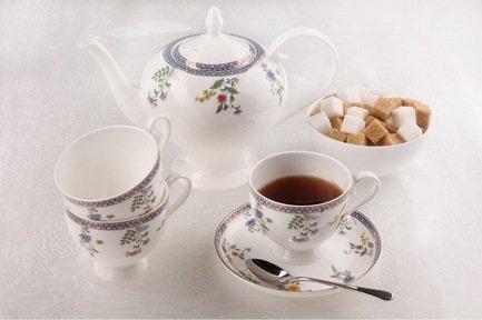 Чайный сервизБавария на 6 персон, 15 пр.Чайные сервизы<br><br><br>Серия: Бавария<br>Состав: Чашка (270 мл) - 6 шт., Блюдце, 15 см - 6 шт., Чайник (1.1 л), Сахарница (0.37 л), Молочник (0.3 л)