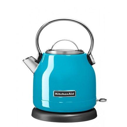 Электрочайник (1.25 л), голубой кристаллЧайники электрические<br>Дизайнеры модной кухонной техники Kitchenaid предлагают вашему вниманию яркую разработку 2015 г. - электрочайник 5KEK1222, выполненный в элегантном ретро. Чайник исключительно точно и чутко отвечает требованиям, предъявляемым к современной технике - экономичность, практичность, безопасность, способность становиться гармоничной частью любого интерьера.     Небольшой объем (1.25 л) позволяет осуществлять исключительно быстрое нагревание, при существенной экономии электроэнергии. Удобное основание дает возможность устанавливать чайник любой стороной на 360&amp;deg;.     Выразительная и стильная кнопка On/Off имеет светодиодный индикатор состояния. Легкая съемная алюминиевая крышка открывает широкое основание, удобное для наполнения чайника водой. Контроль за объемом - четкая разметка, нанесенная на внутреннюю поверхность.     Одновременно с кипячением, чайник производит очистку воды, фильтр-сетка не допускает попадания в чашку известковых отложений. Предусмотрено легкое снятие и очищение фильтра.     Корпус чайника изготовлен из нержавеющей стали - гарантия долговечности и надежности. Удобная ручка выполнена из гладкого алюминия. Конструкция непротекаемого носика позволяет аккуратно и точно наполнять чашки.<br>