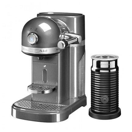 Кофемашина капсульная Artisan Nespresso и Aeroccino с баком (1.4 л), серебряный медальонКофемашины<br><br><br>Серия: Кофемашина капсульная Artisan Nespresso и Aeroccino
