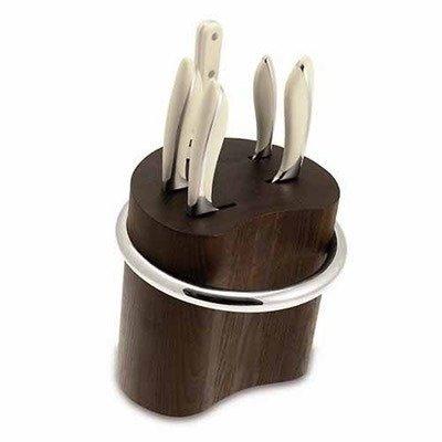 Набор ножей со светлыми ручками (KB-1), 5 пр. в подставкеНаборы ножей<br>Этот набор ножей станет вашим надежным помощником на кухне. Лезвия из качественной кованной японской стали порадуют вас своей остротой, а пластиковые ручки – удобством. Набор составлен с максимальным учетом потребностей любителей готовить с комфортом.<br><br>Состав: Универсальный нож, Поварской нож, Филейный нож, Нож для хлеба, Мусат