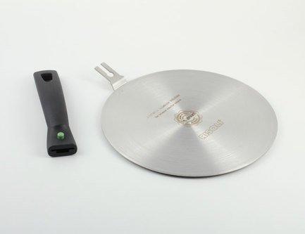 Адаптер для индукционной плиты, 22 см, со съемной ручкойКухонные принадлежности<br>Адаптер представляет собой круглый диск, благодаря которому вы сможете использовать посуду без ферромагнитного дна на индукционных плитах. Этот аксессуар очень удобен и способен сэкономить средства на приобретение новых комплектов кастрюль и сковород. Адаптер позволяет использовать для индукционных плит посуду из любого материала. Достаточно разместить аксессуар на плите и начать приготовление любимых блюд.<br><br>Серия: Risoli Premium