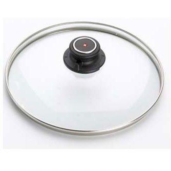 Крышка стеклянная, 18 см, SDC18 BOXEDПосуда<br>Эта стеклянная крышка термостойкая и подходит для любой посуды диаметром 18 см. Стекло дает возможность зрительно наблюдать, на какой стадии приготовление блюда, не нарушая температурный баланс в кастрюле или сковороде. А металлический ободок предохраняет крышку от механических повреждений.<br><br>Серия: Swiss Diamond